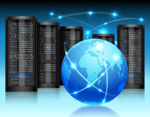 Weltkugel mit Servern im Hintergrund